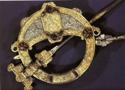 Tara Brooch, 8th c., Dublin, National Museum of Ireland.