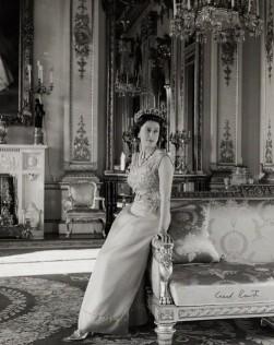 Cecil Beaton, Queen Elizabeth II, 1968.